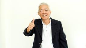 Costume occasionnel asiatique d'homme supérieur avec le visage et la main heureux g Photographie stock