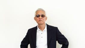 Costume occasionnel asiatique d'homme supérieur avec le visage et le sungla heureux Photos libres de droits