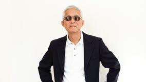 Costume occasionnel asiatique d'homme supérieur avec le visage et le sungla heureux Photo stock