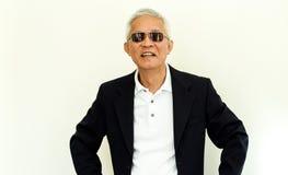 Costume occasionnel asiatique d'homme supérieur avec le visage et le sungla heureux Images libres de droits