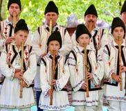 Costume piega rumeno tradizionale Immagine Stock