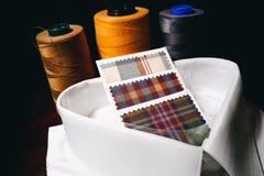Costume que costura o teste padrão colorido luxuoso das cópias das linhas fotografia de stock