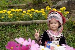 Costume thaïlandais d'usage de fille traditionnel du hmong ethnique Photographie stock libre de droits