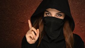 Costume traditionnel de beau portrait Arabe de femme ? l'int?rieur Jeune femme indoue Portrait en gros plan de modèle de beauté a photographie stock