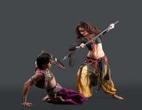Costume tradizionale - ballo rituale con l'arma Immagini Stock