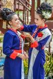 Costume tradizionale di nordest tailandese del ` dei ballerini di Phutai Immagini Stock