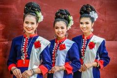 Costume tradizionale di nordest tailandese del ` dei ballerini di Phutai Fotografie Stock