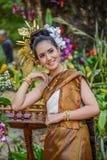 Costume tradizionale di nordest tailandese del ` dei ballerini di Phutai Fotografie Stock Libere da Diritti