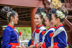 Costume tradizionale di nordest tailandese del ` dei ballerini di Phutai Immagine Stock Libera da Diritti