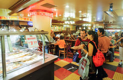 Costumers στο pizzeria Sbarro Στοκ Φωτογραφία