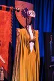 Costumes originaux des acteurs et des appui verticaux du ` The Game de film du ` de trônes dans les lieux du musée maritime de Ba Image libre de droits