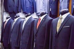 Costumes pour les hommes dans le style classique photos libres de droits