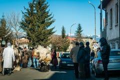 Costumes tradicionais do inverno com máscaras em Bulgária Imagens de Stock