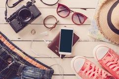 Costumi degli accessori di viaggio I passaporti, bagagli, il costo del viaggio hanno preparato per il viaggio Immagine Stock