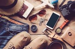 Costumi degli accessori di viaggio Passaporti, bagagli, il costo del tra Fotografie Stock Libere da Diritti