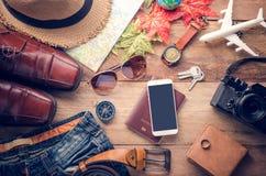 Costumi degli accessori di viaggio Passaporti, bagagli, il costo del tra Immagini Stock Libere da Diritti