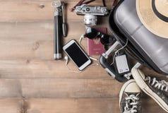 Costumi degli accessori di viaggio Passaporti, bagagli, macchina fotografica, sunglas Immagine Stock