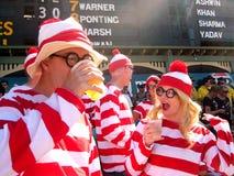 Costumi del cricket: Dove è Wally fotografia stock