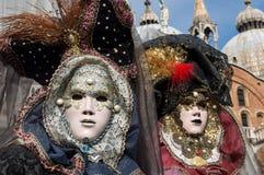 Costumi veneziani tradizionali di carnevale Immagine Stock