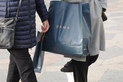 COSTUNERS Z ZARA torba na zakupy Obrazy Royalty Free