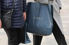 COSTUNERS Z ZARA torba na zakupy Zdjęcie Royalty Free