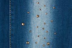 Costura amarilla y diamantes artificiales amarillos en el dril de algodón Fotos de archivo
