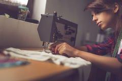 Costura de la costurera Fotografía de archivo libre de regalías