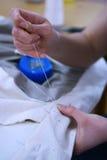 Costura de la mano imagen de archivo libre de regalías