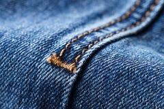 Costura na sarja de Nimes azul imagens de stock royalty free