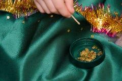 Costura y decoración de vestidos Foto de archivo