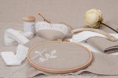 Costura y equipo del arte del bordado Secado se levantó Fotografía de archivo libre de regalías