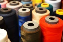 Costureira Colorful Threaded Tubes fotografia de stock