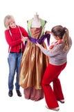Costureiras que trabalham em um vestido Imagem de Stock