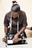 Costurera de la mujer joven Foto de archivo