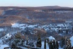 Cosy schneebedecktes Dorf Stockfotografie
