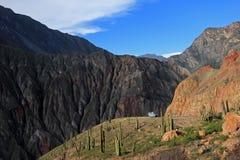 Cotahuasi jar Peru, Samochód dostawczy Camping na przegapiać platformę Fotografia Stock