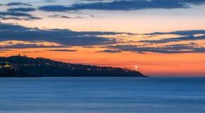 Cote d'Azur bei Sonnenaufgang, Panorama morgens lizenzfreies stockfoto