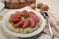 Cotechino lurar purè di patate Royaltyfri Fotografi