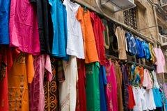 Cothing voor verkoop in Bazaar Royalty-vrije Stock Afbeeldingen