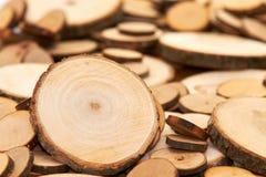 Coto de seção transversal de madeira de Brown da fatia do corte dos anéis de árvore imagem de stock royalty free
