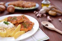 Cotoletta alla milanese con le patate bollite Immagine Stock Libera da Diritti