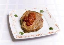 Cotoletta del pasto con la salsa di pomodori Fotografie Stock