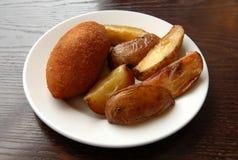 Cotoletta e patatine fritte fritte Fotografie Stock
