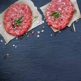 Cotolette crude fresche dell'hamburger Fotografia Stock