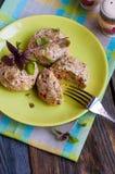 Cotolette del pollo con le verdure e la crusca Immagini Stock
