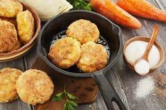 Cotolette vegetariane con cavolo e la carota Fotografie Stock Libere da Diritti