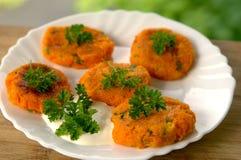Cotolette vegetariane della carota con le erbe Fotografie Stock Libere da Diritti