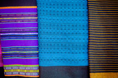 Cotone fatto a mano di laotiano e sciarpa della seta vicino al plateau Bolaven Immagine Stock