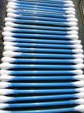 Cotonetes de algodão em uma fileira Fotografia de Stock