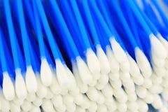 Cotonetes higiênicos imagem de stock